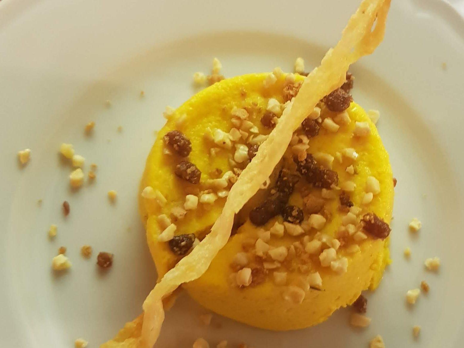 Cream caramel di zucca con briciole di lago e mandorle